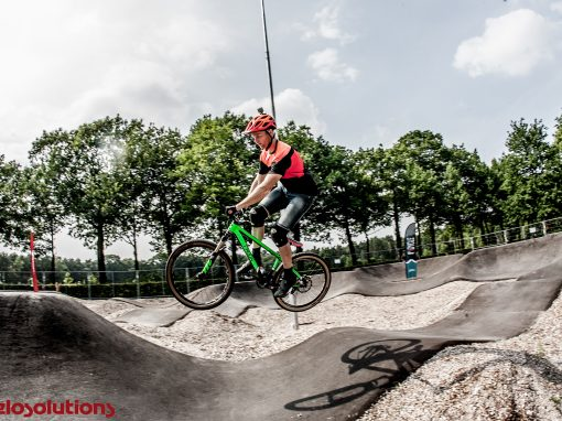 Velosolutions asfalt pumptrack TerSpegelt